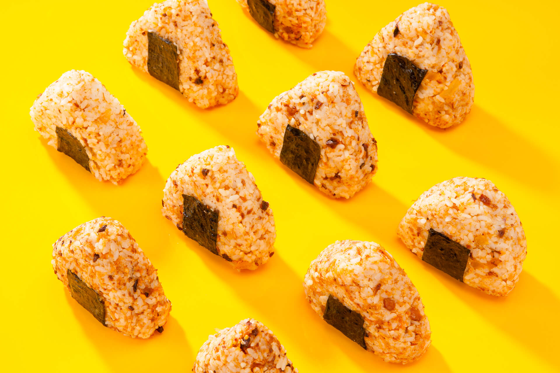 Put Amzap in your homemade onigiri, it's easy and tasty.